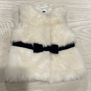 JANIE AND JACK FURRY VEST WIT BLACK BOW 6-12 MONTH